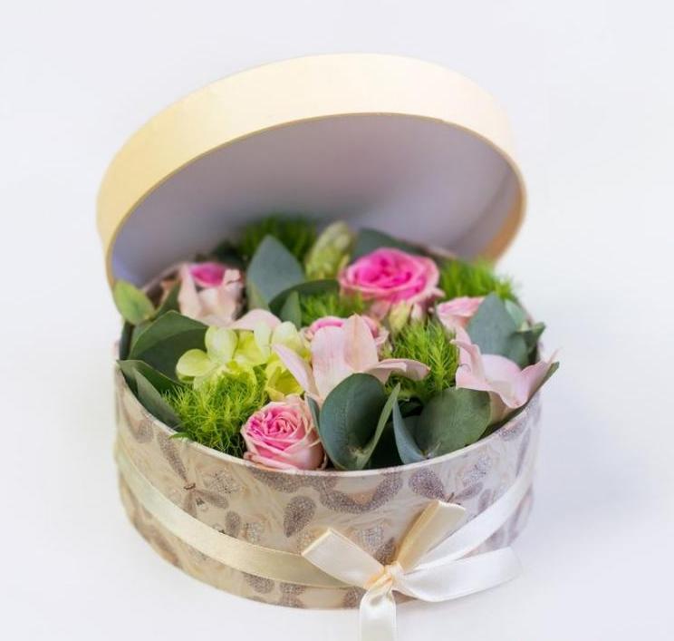 Букет из живых цветов в коробке своими руками 86